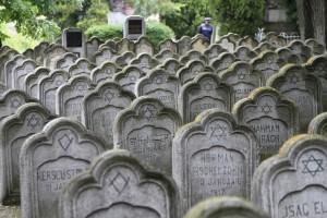 sursa http://curierul-iasi.ro/ample-manifestari-comemorative-dedicate-pogromului-de-la-iasi-3846