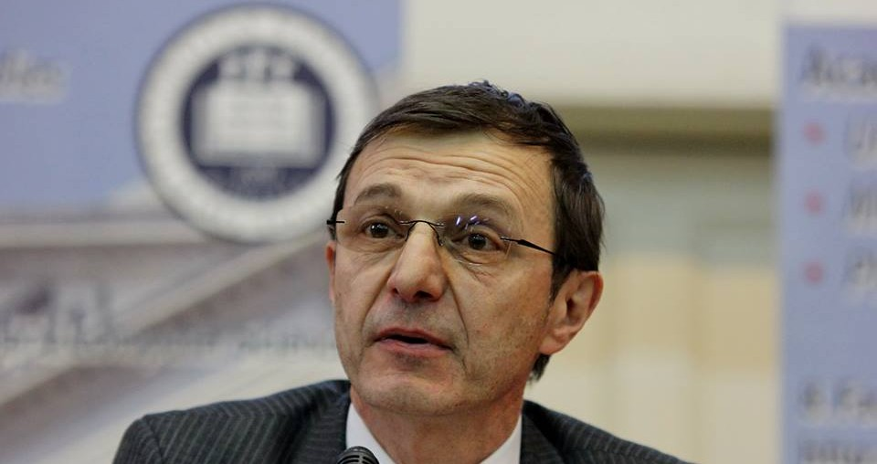 Ioan-Aurel Pop sursa http://transilvaniareporter.ro/esential/ioan-aurel-pop-rector-ubb-o-universitate-fara-cercetare-ramane-la-nivel-de-colegiu/