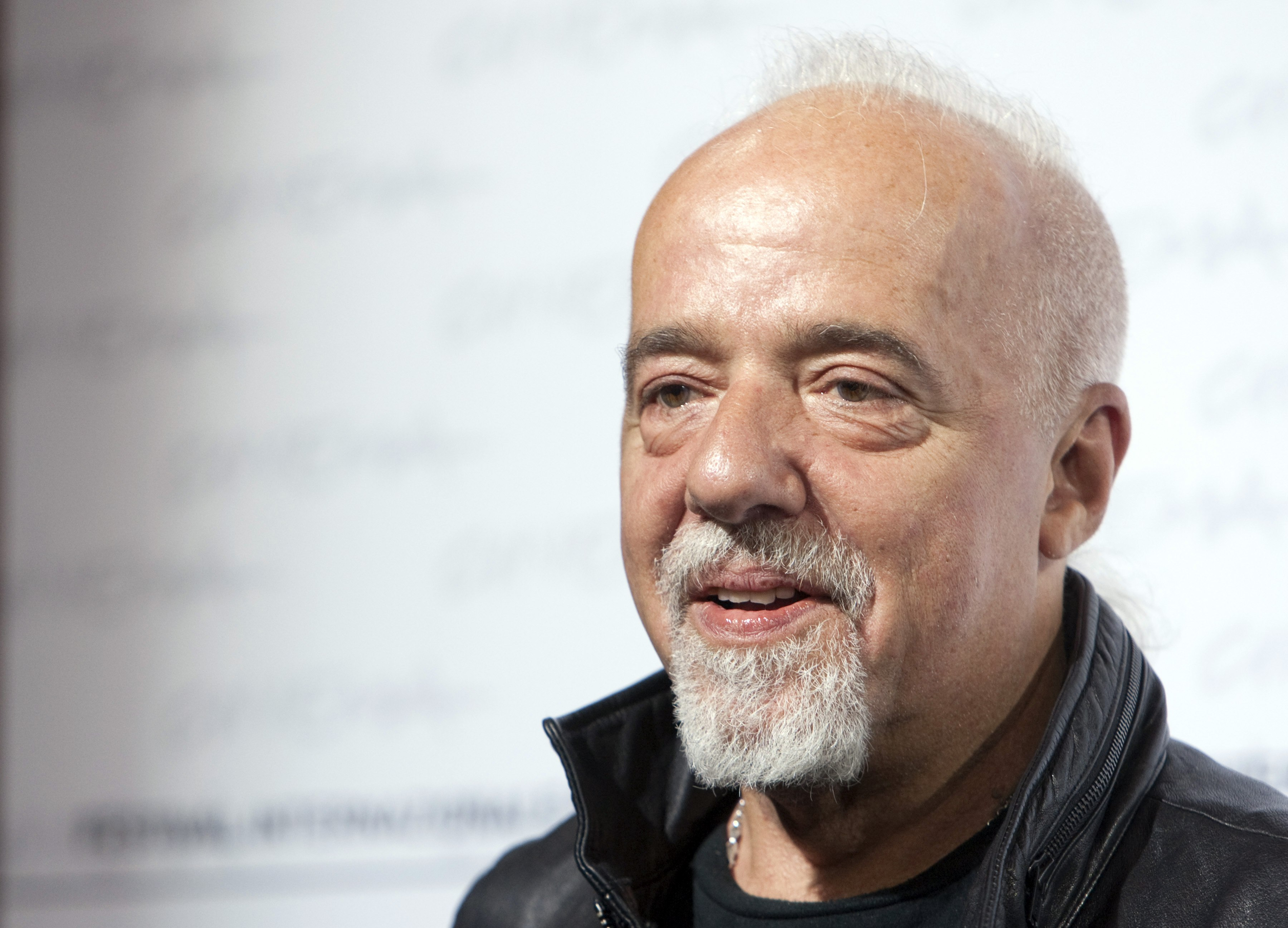sursa http://onedio.co/content/15-outstanding-quotes-from-paulo-coelho-10876