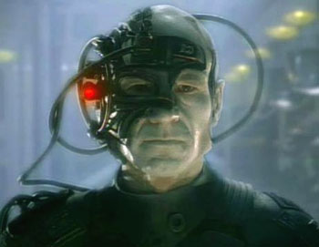 sursa imaginii https://en.wikipedia.org/wiki/Borg_(Star_Trek)#/media/File:Picard_as_Locutus.jpg
