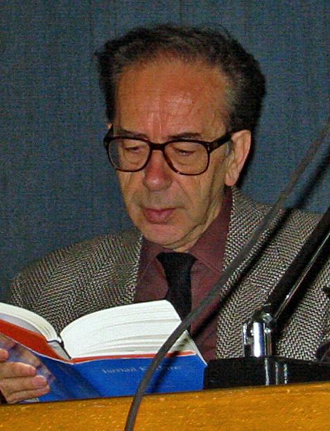sursa https://en.wikipedia.org/wiki/Ismail_Kadare