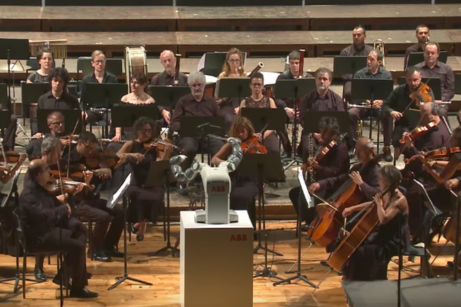 sursa imaginii https://www.theverge.com/2017/9/14/16306528/yumi-robot-abb-debut-orchestra-conductor-italy