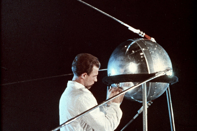 sursa imaginii https://www.space.com/38357-sputnik-launch-60th-anniversary-space-age.html