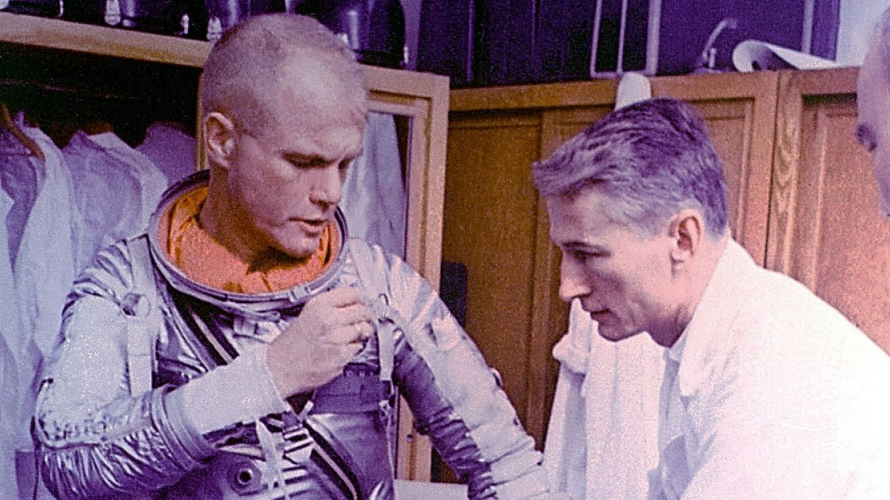 sursa imaginii https://www.newsday.com/news/nation/joseph-schmitt-who-helped-develop-first-spacesuits-dies-1.14487346