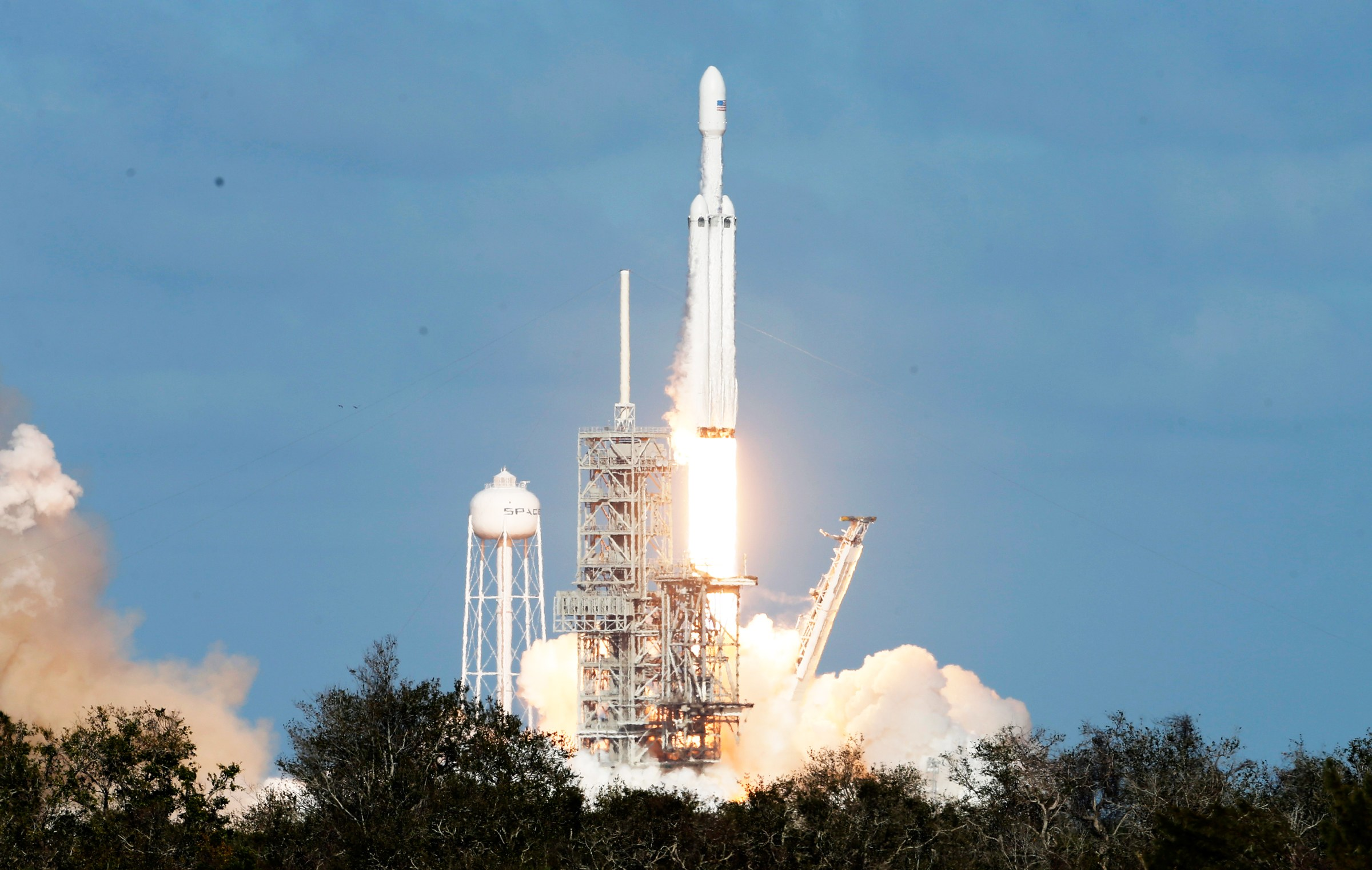 source sursa imaginii https://www.wired.com/story/spacex-successfully-launches-the-falcon-heavyand-elon-musks-roadster/