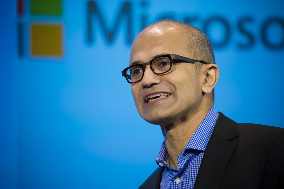 sursa imaginii https://www.cnet.com/news/ceo-satya-nadella-microsoft-will-reinvent-productivity/