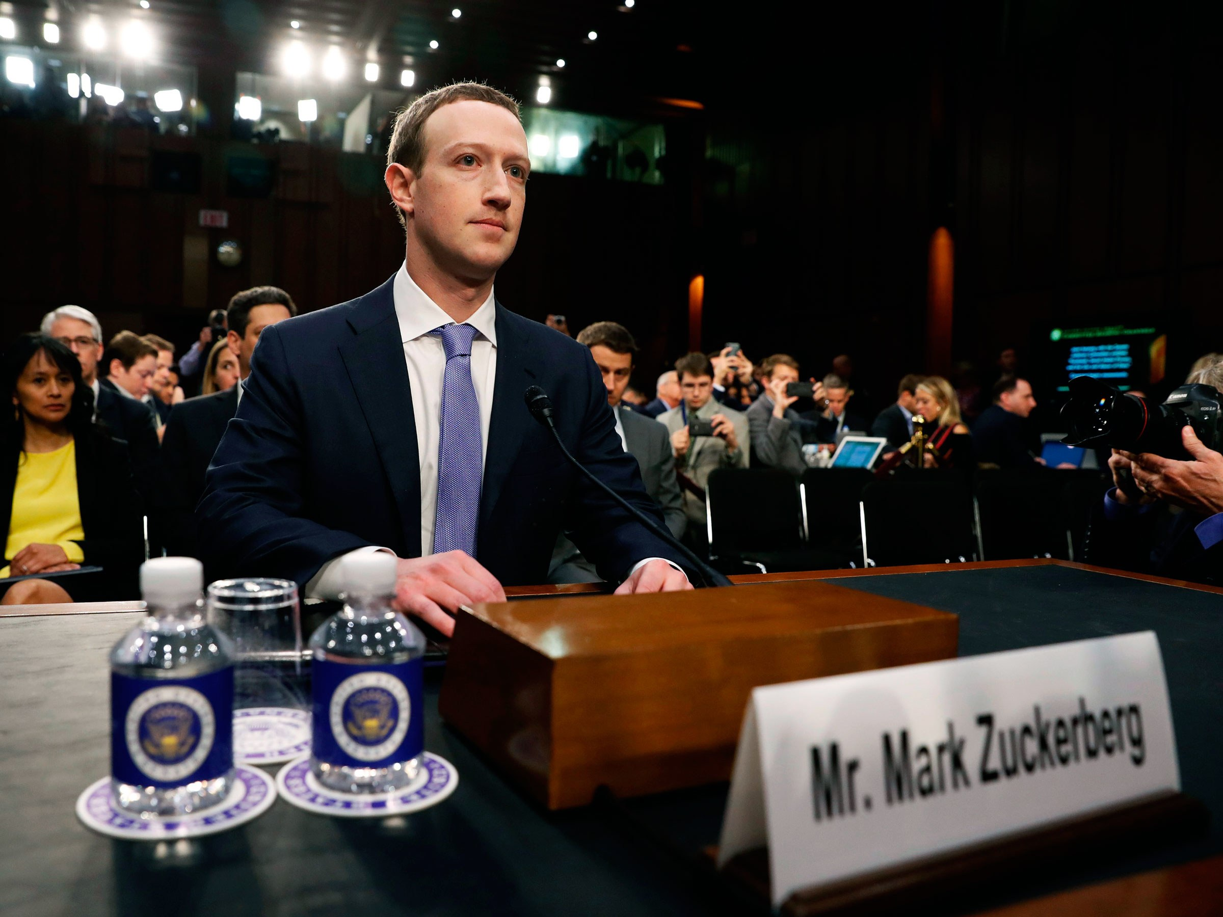 sursa imaginii https://www.wired.com/story/mark-zuckerberg-congress-day-one/