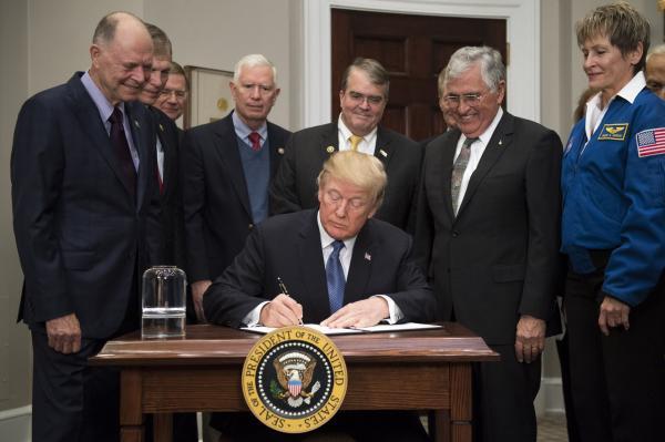 sursa imaginii: upi.com/Trump-orders-NASA-to-send-US-astronauts-back-to-moon/8551513018655/