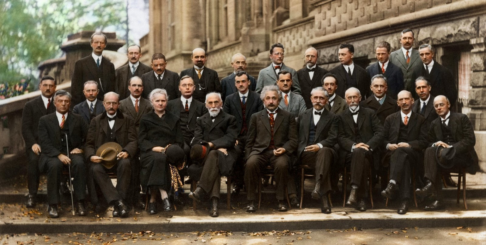 sursa imaginii: rarehistoricalphotos.com/solvay-conference-probably- intelligent-picture-ever-taken-1927/
